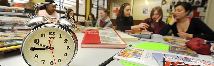 Un réveil dans une classe.  Belga/Olivier Papegnies