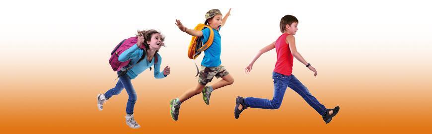 trois jeunes élèves joyeux qui courent    Fotolia/Cherry-Merry