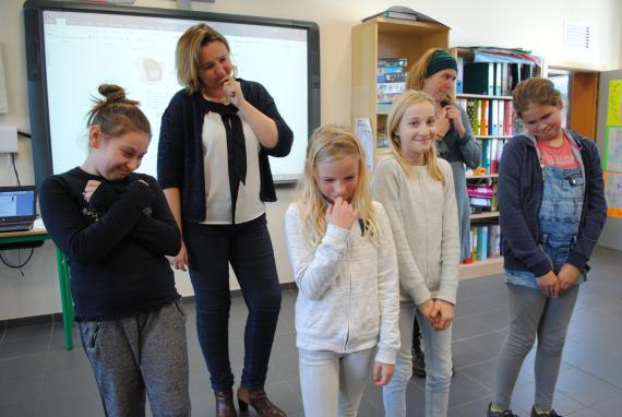 Des mimes, notamment, pour apprendre de nouveaux mots en néerlandais.