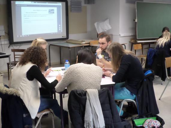 À Leuze, de jeunes enseignants se soutiennent mutuellement, encadrés par la Haute École Louvain en Hainaut.