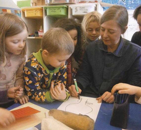 L'auteure-illustratrice est venue en classe expliquer son travail aux enfants.