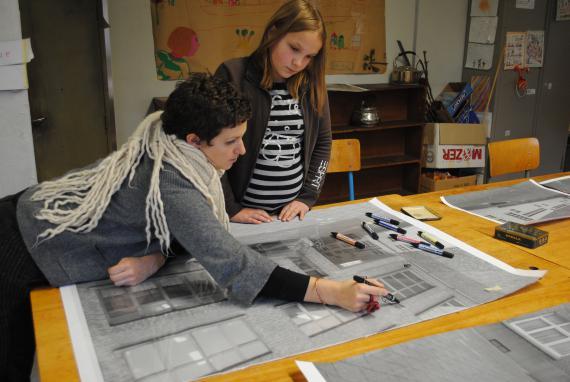 La transformation artistique de la court'Échelle permet d'enraciner les apprentissages dans le concret.
