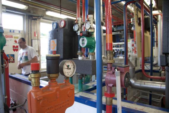 La consommation moyenne peut parfois atteindre jusqu'à 1000 litres de mazout par jour.