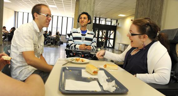 Le coordonnateur gère tous les besoins quotidiens des élèves en intégration.