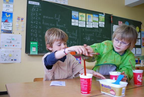 Baisy-Thy : une pause entre les apprentissages, le temps de confectionner un « kado voor Mama lief » .