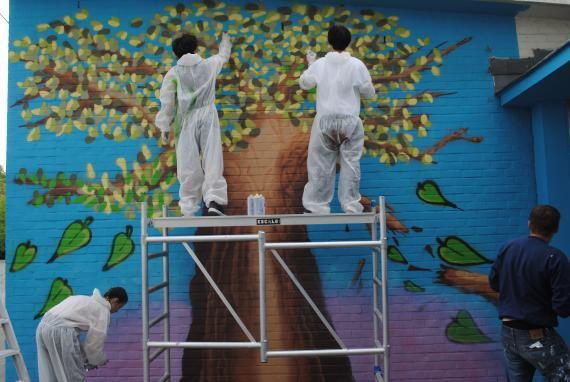 Une fresque rappellera le projet « Un toit pour tous » dans les Athénées royaux de Jambes et d'Uccle 1.