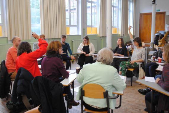 L'équipe éducative de l'Institut Saint-Luc à Bruxelles fixe les objectifs spécifiques de son plan de pilotage.