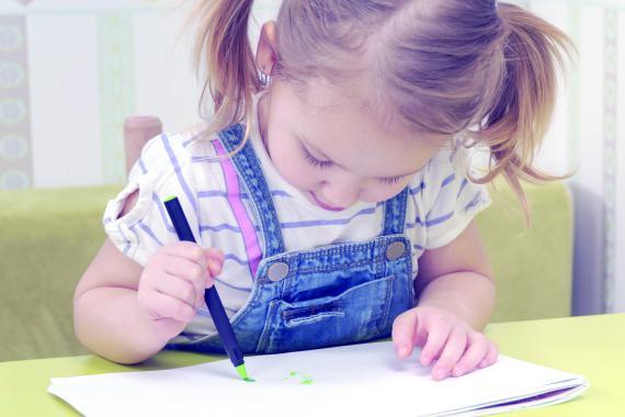 Les parents paient en moyenne 48 € pour les fournitures scolaires de leur enfant dans l'enseignement maternel.