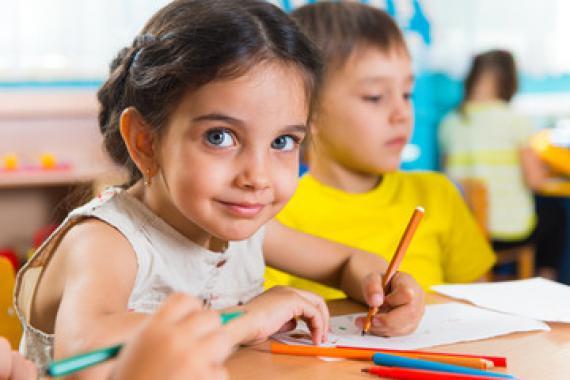 La Convention internationale relative aux droits de l'enfant est un des engagements de la Belgique en matière d'obligation et de gratuité scolaires.