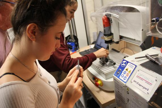 Les métiers techniques valorisent aussi bien les filles que les garçons.