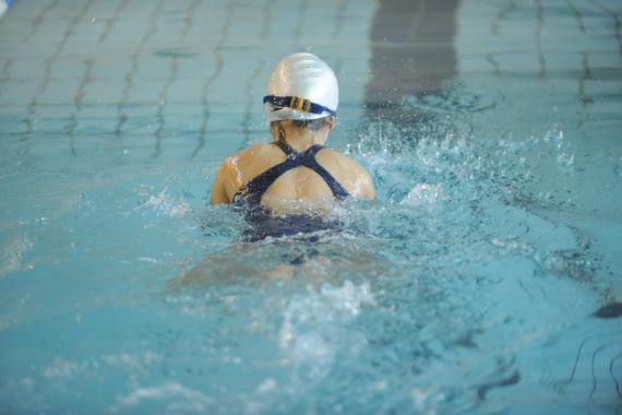 Les inspecteurs des cours d'éducation physique sont unanimes : la natation, c'est le « parent pauvre du cours d'éducation physique ».