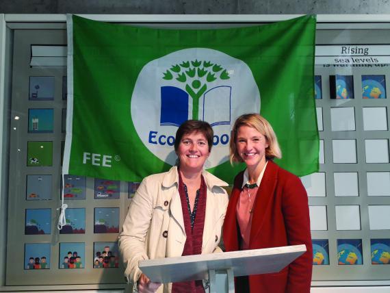 Margaux Vinçotte (à droite) à la remise des labels Eco-Schools en septembre 2019