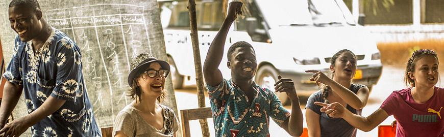 Move with Africa propose aux élèves de 4e et 5e secondaire de travailler sur des projets de coopération au développement avec des ONG. Les groupes sélectionnés s'envoleront vers l'Afrique au printemps 2022.